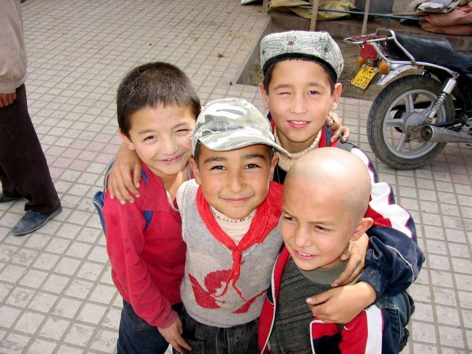 Khotan-mercado-chicos-d01