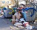 Kobylisy, Uzavřená, přeplněné kontejnery.jpg