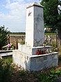 Koniemłoty cmentarz pomnik żołnierzy armii radzieckiej poległych w walkach na przyczółku baranowsko sandomierskim.jpg