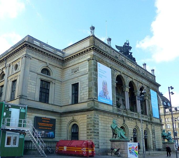 File:Kopenhagen - Das Königliche Theater - Det kongelige Teater - panoramio.jpg