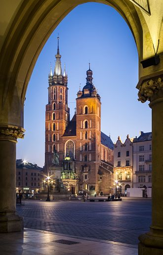 St. Mary's Basilica, Kraków - Exterior of the Basilica of Saint Mary, seen from Sukiennice (Kraków Cloth Hall)