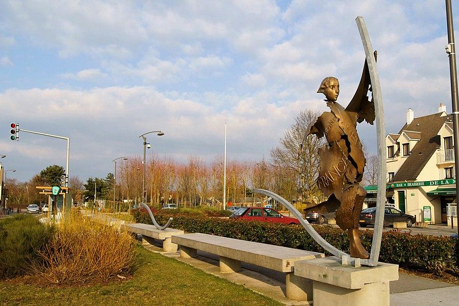 Statue située devant la Mairie de Emerainville en Seine et Marne