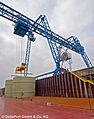 Ladungslöschung im Hafen Emmelsum.jpg