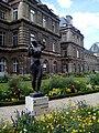 Lateral del palacio del Jardín de Luxemburgo,París, agosto de 2014.jpg