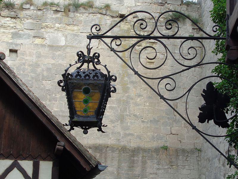 File:Laterne Rudelsburg-Hof.JPG