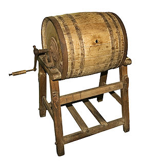 Butter churn - A barrel-type butter churn