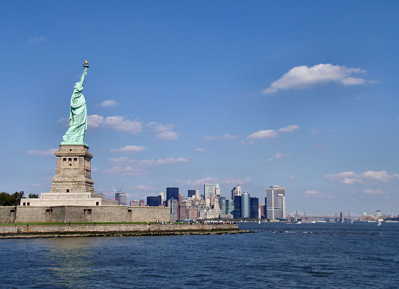 ����� ������ ������ ������� 800px-Liberty-statue-with-manhattan.jpg