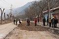 Lintong Xian China Road-workers-01.jpg