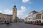 Litomyšl, het stadhuis in straatzicht Dm422556-4189 IMG 6641 2018-08-04 15.04.jpg