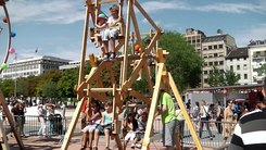 Податотека:Little human-powered Ferris wheel.ogv