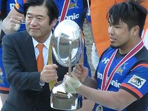 Top League Champions Cup - Yoshiaki Fujimori presents the 2016 Lixil Cup trophy to Panasonic captain Shota Horie.