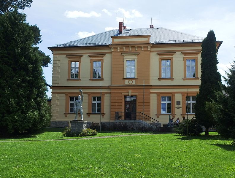 File:Loděnice (Holasovice), MŠ.JPG