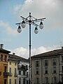 Lodi piazza Vittoria lampione.JPG