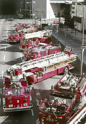 Crown Firecoach - Image: Los Angeles City FD 01 1977
