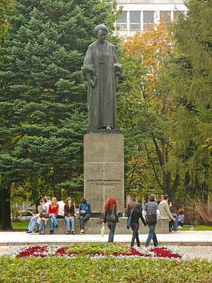 Maria Curie-Skłodowska University - Image: Lublin UMCS Pomnik Marii Curie Skłodowskiej