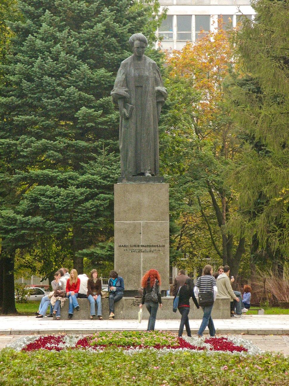 Lublin UMCS Pomnik Marii Curie-Skłodowskiej