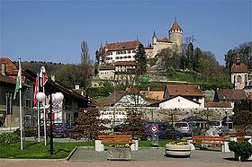 Dorf un Schloss Lucens