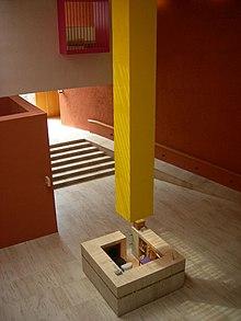 Interno del Museo di arte contemporaneo di Monterrey. Ricardo Legorreta ...