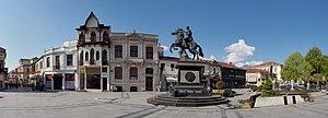 Magnolia Square - Magnolia Square with the Philip II Statue