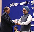 Manmohan Singh gave away the President's Police Medal to Shri A.R.S. Iyer, Joint Director, New Delhi for distinguished services on the occasion of Independence day-2008, at the DGPsIGPs Conference-2008, in New Delhi.jpg
