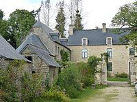 Manoir de Cléhunault à Lanrivain et chapelle.JPG