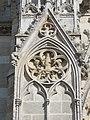 Mantes-la-Jolie - détail du portail des échevins 9290.JPG
