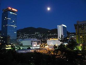 Marijin Dvor (Sarajevo) - Image: Marijin Dvor twilight and moonlight
