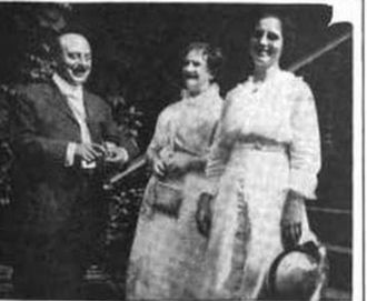 Marion Foster Welch - Marion Foster Welch outside the Foster home museum with W.D. Armstrong, a visiting composer on the left and the pianist Mrs. A.D. Mitchell on the right.