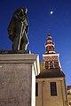 Markt met Onze-Lieve-Vrouwhemelvaartskerk en Egmontstandbeeld, Zottegem, Vlaanderen, België 02.jpg
