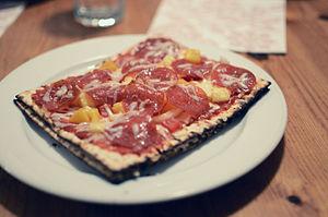 Matzah pizza - Homemade matzo pizza