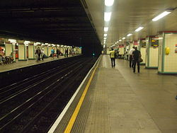 Mile End tube stn westbound District look east2 2012.JPG