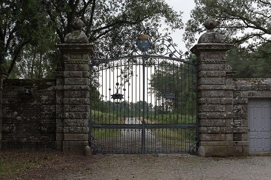 Château de la Grée de Callac: portail principal sur la D 118A.