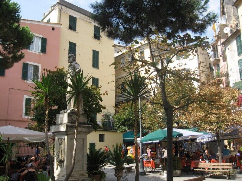 File:Monterosso center.JPG
