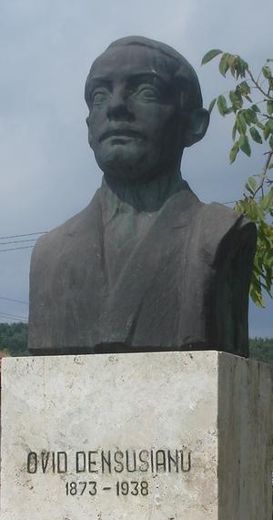 Ovid Densusianu - Bust of Densusianu in Densuș.
