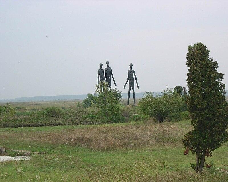 Srpsko vajarstvo - Page 2 800px-Monument_of_the_1942_raid_victims_near_%C5%BDabalj