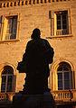 Monumento al Perugino (silhouette) nei giardini Carducci.jpg