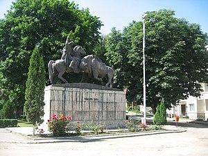 Dragoș, Voivode of Moldavia - Dragoș and the aurochs (monument in Câmpulung Moldovenesc)