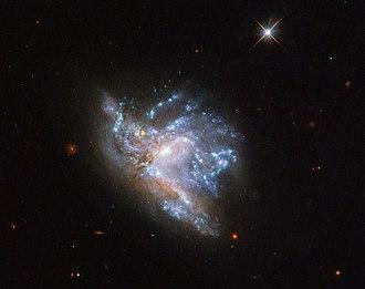 NGC 6052 - Image: NGC6052 HST Potw 1909a