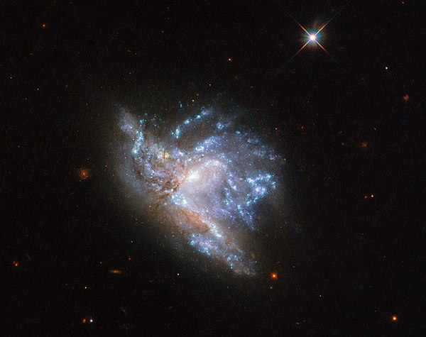 hubble galaxy collision - HD1280×1013