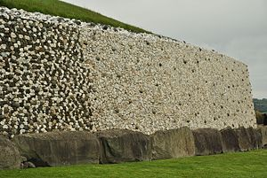 Newgrange - The retaining wall and kerbstones