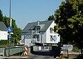 Niddabrücke und Hausener Obergasse 5, Ffm Hausen 53.jpg