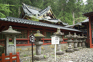 Futarasan jinja - The honden (main hall) lies within the enclosure.