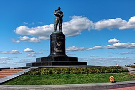 Nizhny Novgorod. Monument to Valery Chkalov P8132396 2200.jpg