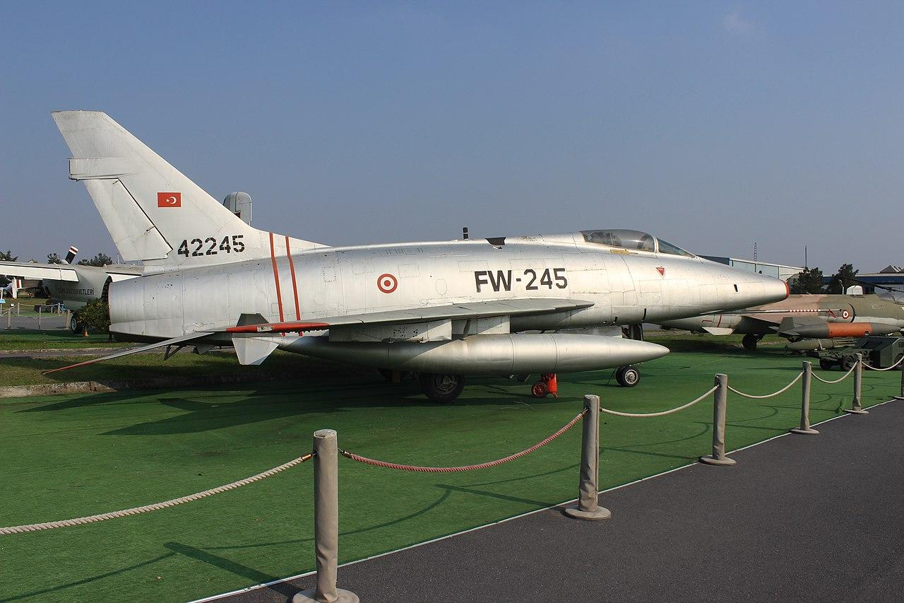 File:North American F-100 Super Sabre, TuAF.jpg ...