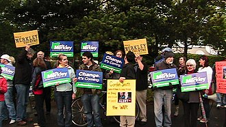 2008 United States Senate election in Oregon - Merkley supporters at a campaign rally