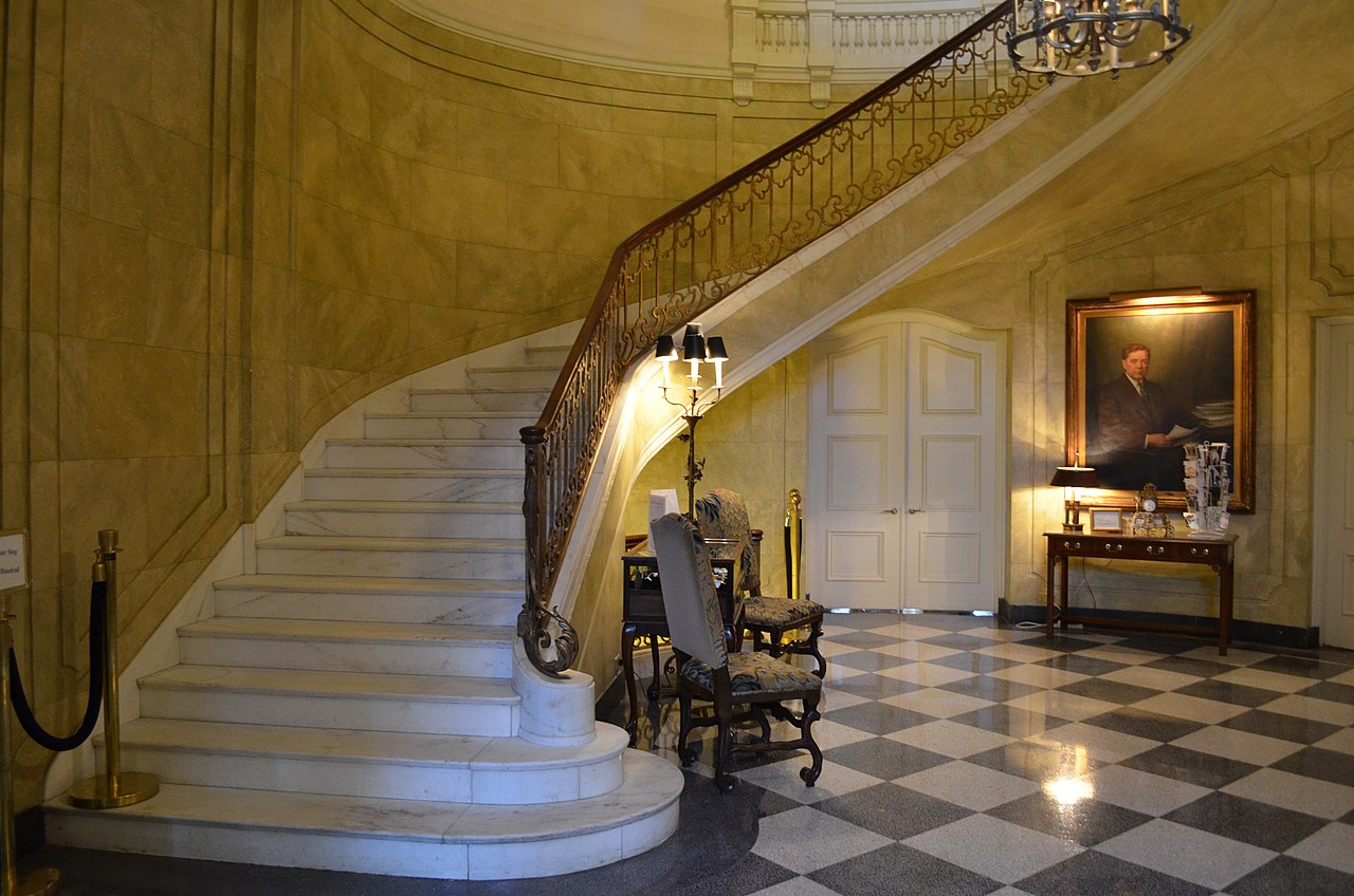 File old louisiana governor 39 s mansion for Mansion foyer designs