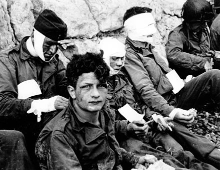 American assault troops injured while storming Omaha Omaha Beach wounded soldiers, 1944-06-06 P012901.jpg