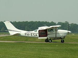 PH-ESA Cessna TU206F p2.JPG