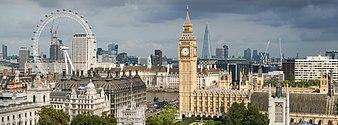 Horizon de Londres avec le palais de Westminster à mi-plan