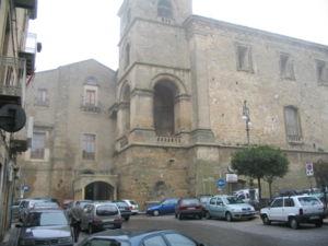 Il Palazzo Chiaramonte su Piazza Vittorio Emanuele.